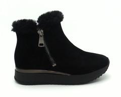 Черные ботинки из натурального велюра на объемной подошве