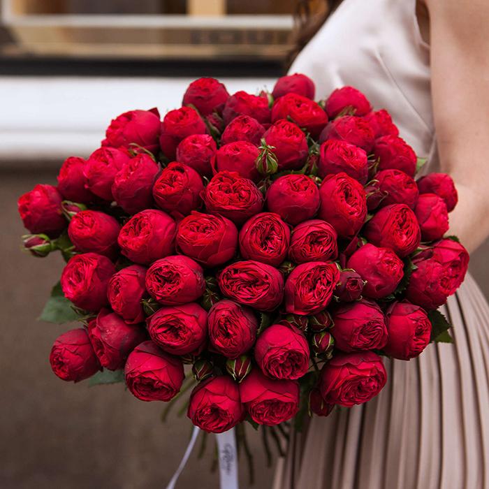 Купить букет 51 кустовая пионовидная красная роза Ред Пиано в Перми