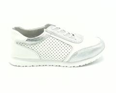 Белые кожаные кроссовки с перфорацией и серебряными вставками