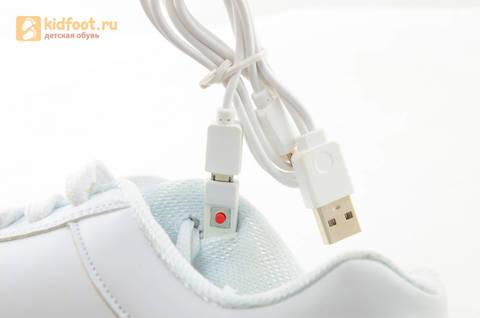 Светящиеся кроссовки с USB зарядкой Fashion (Фэшн) на шнурках, цвет белый, светится вся подошва. Изображение 18 из 29.