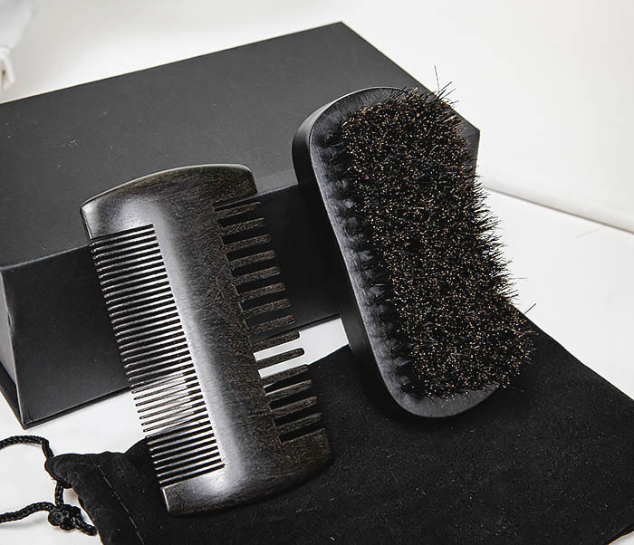 CARE151-1 Подарочный набор из щетки и гребня для бороды