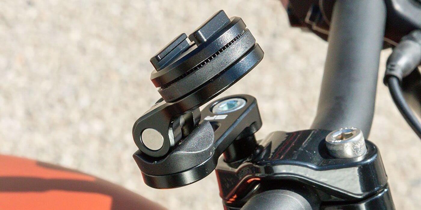 Крепление на вынос руля мотоцикла SP Connect SP BAR CLAMP MOUNT PRO пример использования