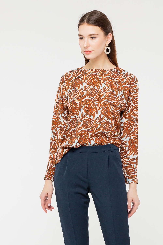 Блуза Г682-783 - Растительные мотивы в дизайне одежды – классическое и беспроигрышное решение. Модель выполнена в бежево- коричневой гамме, имеет полуприлегающий силуэт, длинные рукава и круглый вырез горловины. Благодаря качественной по составу ткани, такая вещь будет радовать своими свойствами и точно станет самой популярной вещью гардероба. Блуза идеальна в комплекте и с юбками, и с брюками.
