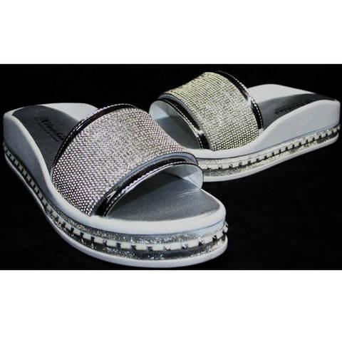Женские шлепки с камнями. Кожаные сандали шлепанцы на толстой подошве Kluchini SW.