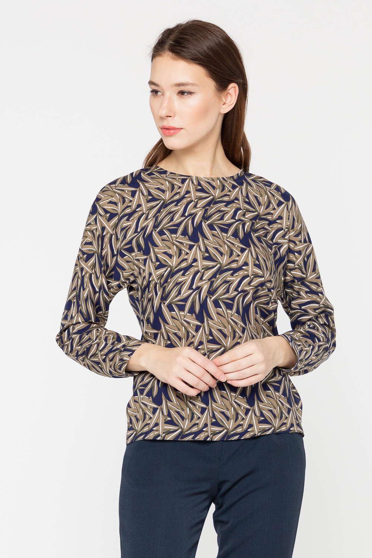 Блуза Г682-786 - Блуза с актуальным растительным узором, выполненная в благородном сочетании бежевого и темно-синего цветов – необходимая база женского гардероба.Модель с круглым вырезом горловины и длинными рукавами. Полуприлегающий силуэт выгодно подчеркивает достоинства фигуры. Продуманная длина позволяет сочетать блузу и с юбками, и с брюками.Качественная по составу ткань подарит комфортную носку и обеспечит уют.
