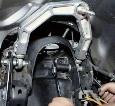 Замена верхнего рычага Mitsubishi Pajero 4