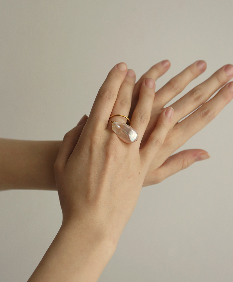 Кольцо с барочной жемчужиной