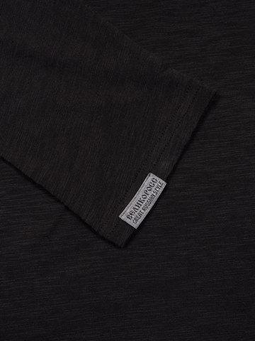 Long-sleeved crewneck black t-shirt