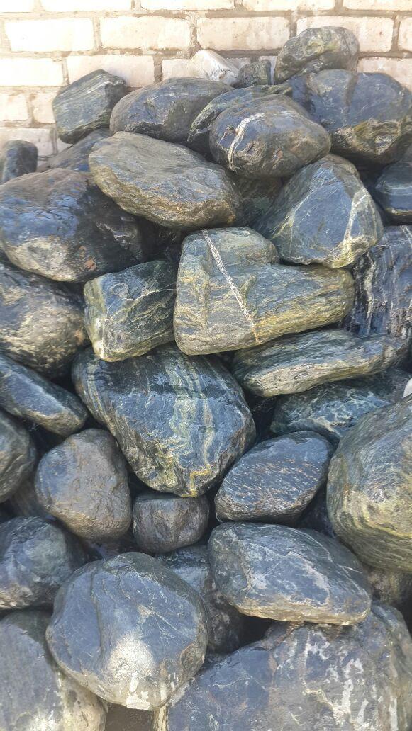 Булыжник речной Махар мокрый камень