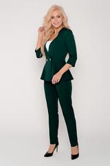 Умопомрачительный костюм! Жакет с баской идеально подчеркнет Вашу талию. Очень красивый вырез, брюки прямые, талия на резинке. (Топ в комплект не входит).Длина брюк по боковому шву 44р.-50р.(100-103см.),длина жакета 44р.-50р.(62-64см.)