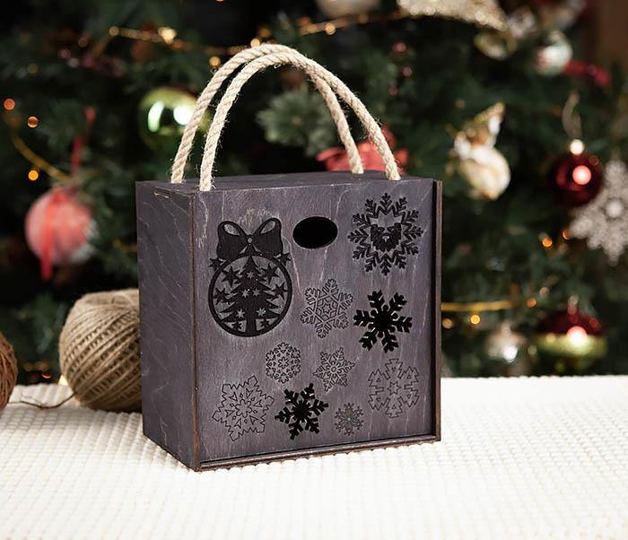 BOX202-1 Подарочная коробка с веревочными ручками (17*17*10 см)