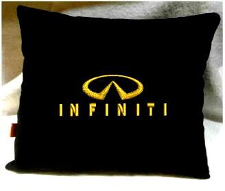 Подушка автомобильная с логотипом INFINITI