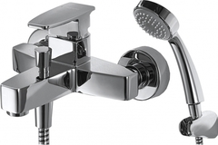 Смеситель для ванны с коротким изливом и душевой лейкой Bravat Riffle F672106C-B