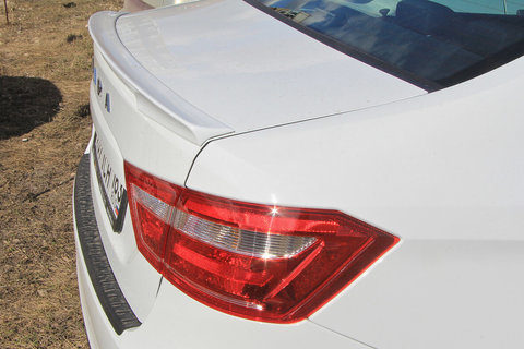 Купить лип спойлер Lada Vesta (в цвет автомобиля)