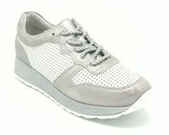 Кроссовки с перфорацией на шнурках