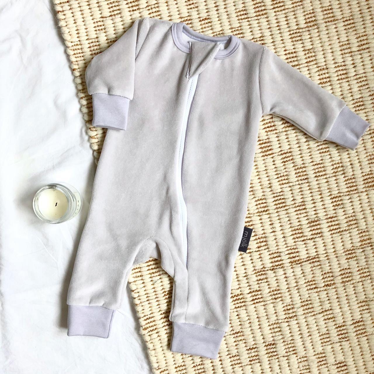 Велюровый комбинезон с открытой ножкой Mjölk Sleep and Play White Sand