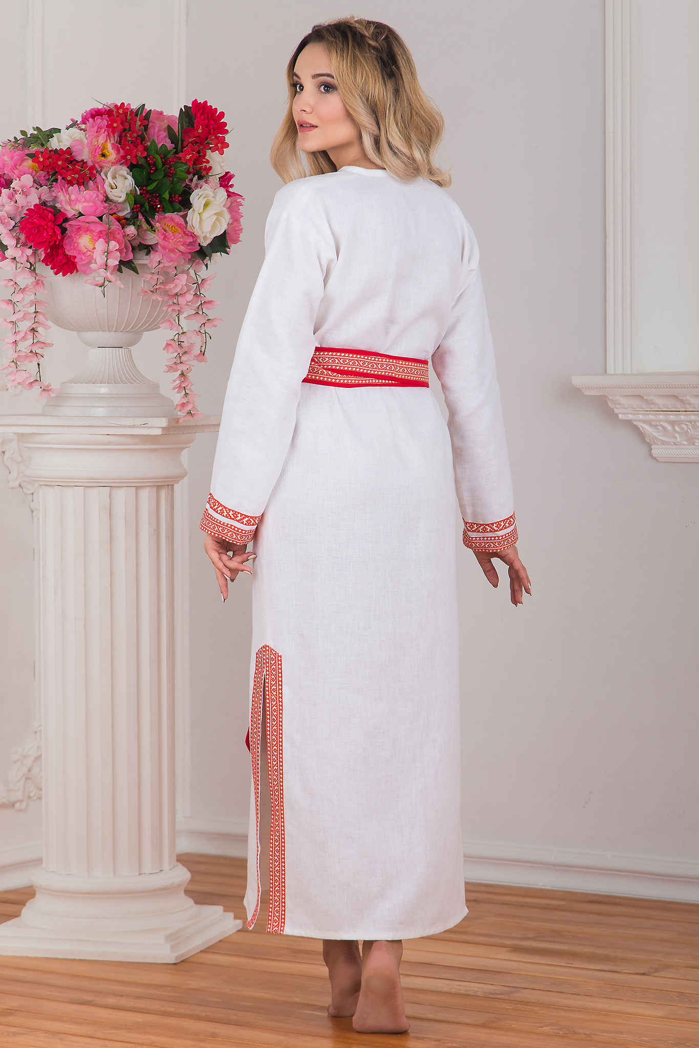 Славянская одежда в интернет магазине Иванка, Женская славянская рубаха Верная вид сзади