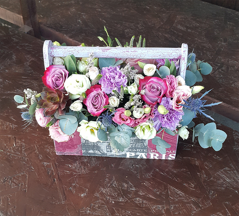 Ящик с цветами Париж