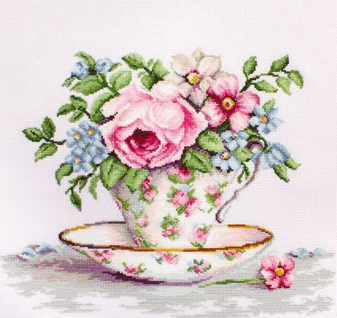 Цветы в чайной чашке