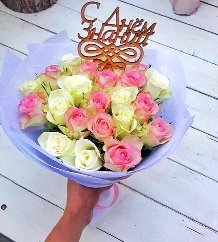 Букет из 23 роз с оформлением и топпером #1860