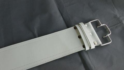 2-х слойный пояс для пауэрлифтинга с удобной пряжкой-зацепом (белый) пряжка