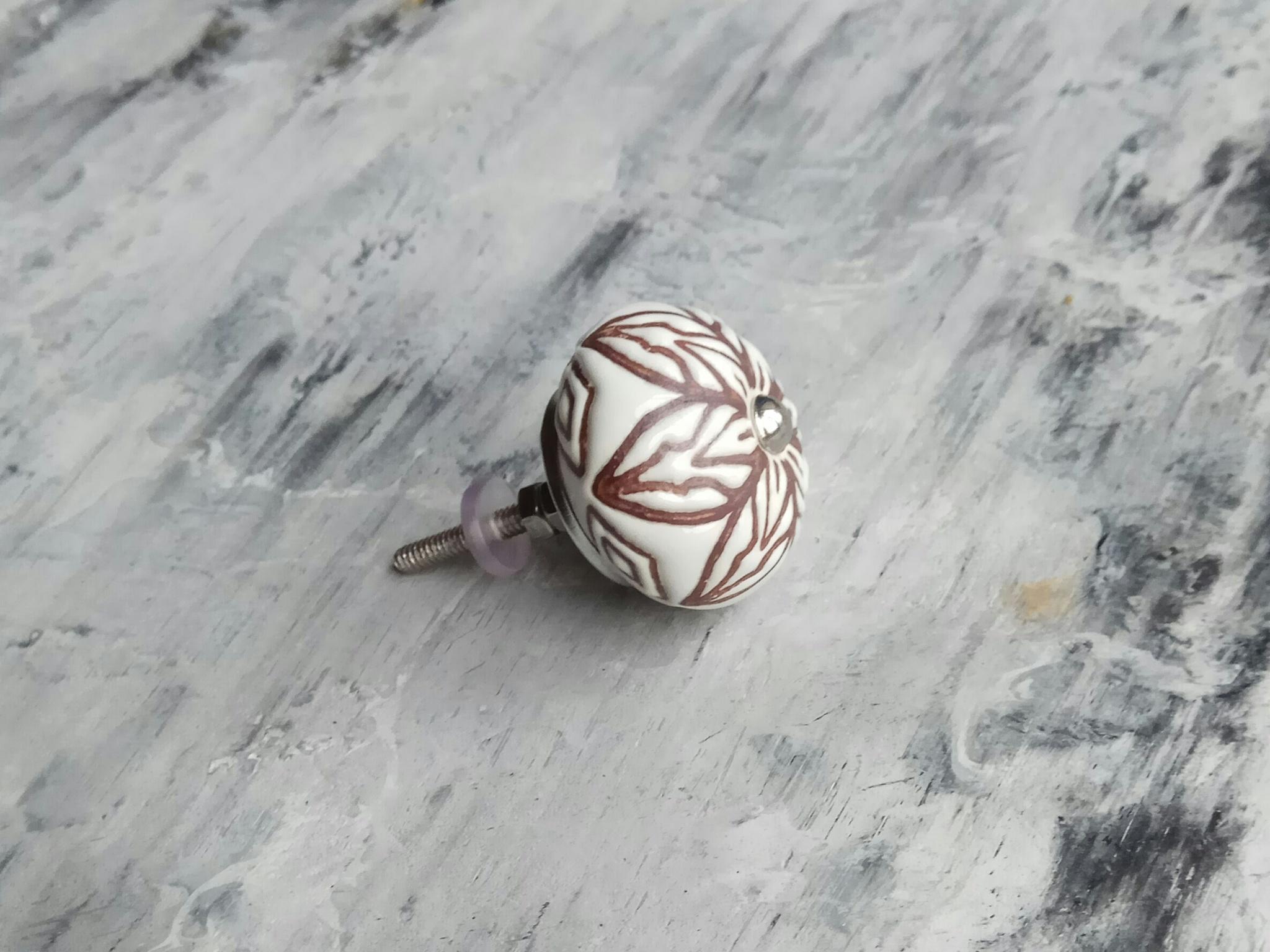 Ручка мебельная керамическая  - белая с цветочной гравировкой, арт. 00001009