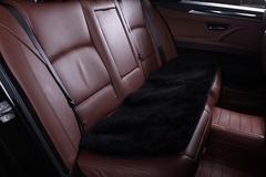 Подушка на заднее сиденье из искусственного меха (короткий ворс)