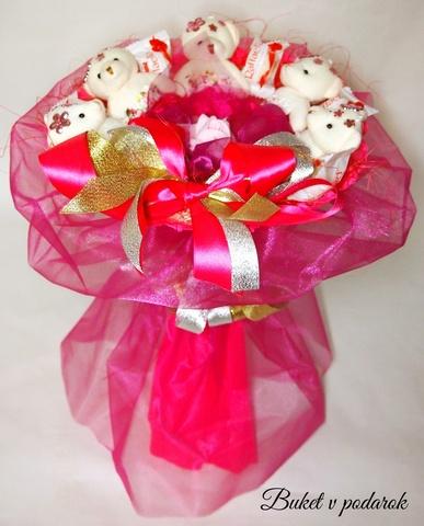 Букет из игрушек и конфет