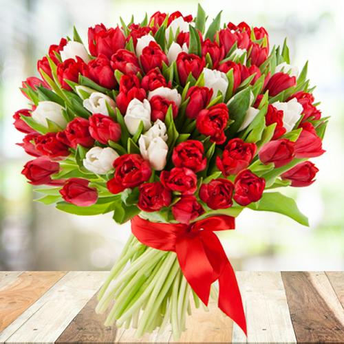 Купить тюльпаны Пермь. Букет из красных и белых тюльпанов 101шт