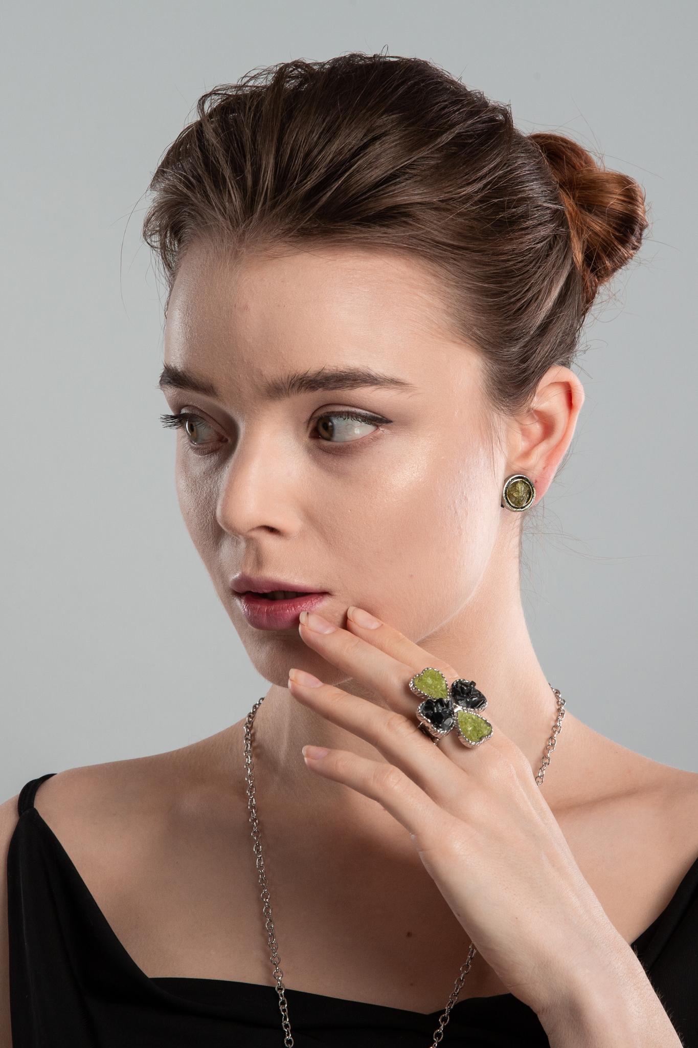 Кольцо Тенерифе с оливином и обсидианом