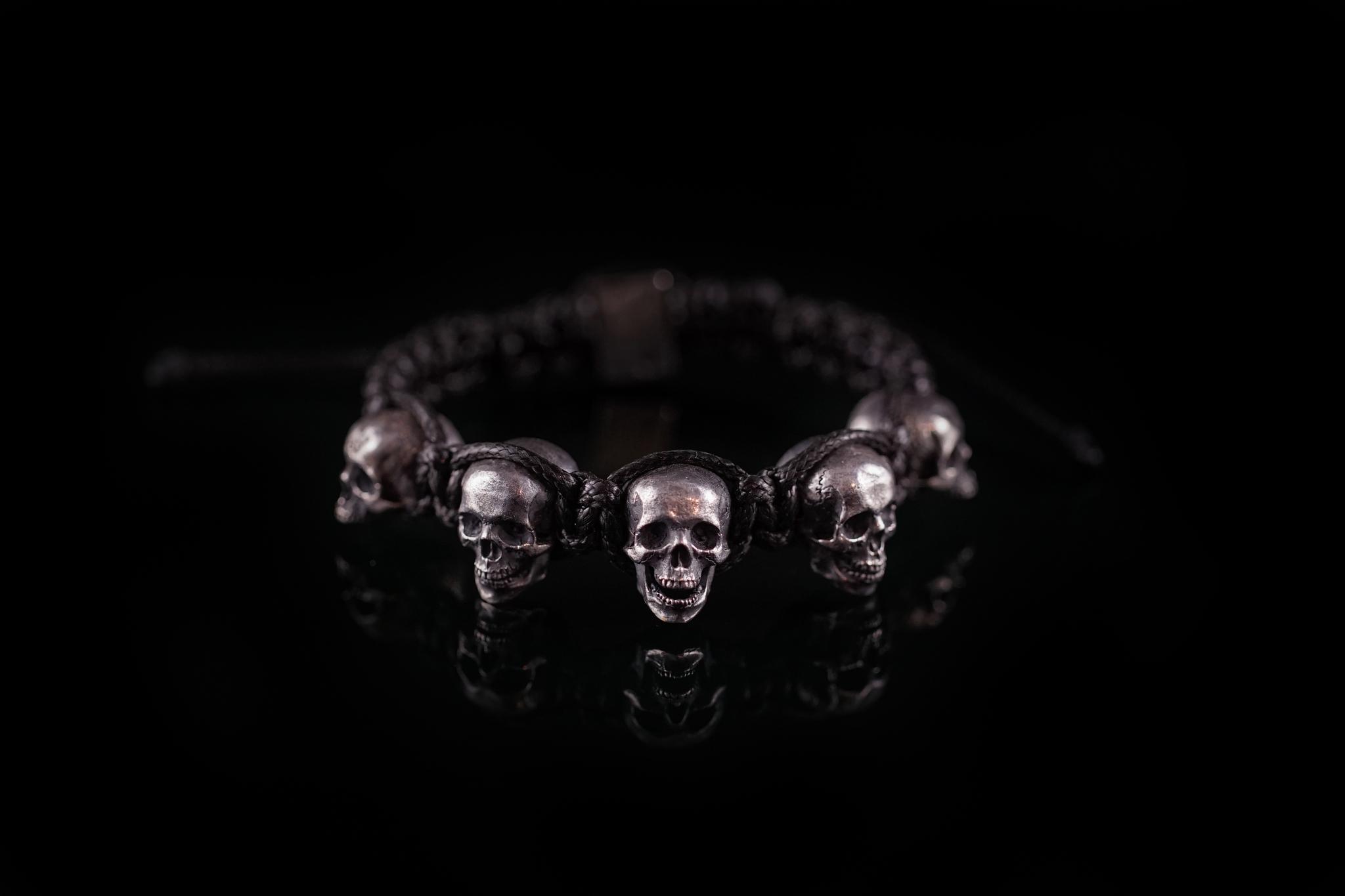 Браслет плетеный с пятью черепами