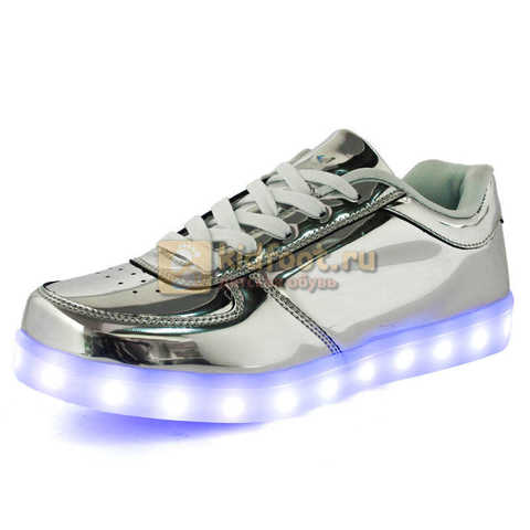 Светящиеся кроссовки с USB зарядкой Fashion (Фэшн) на шнурках, цвет серебряный, светится вся подошва. Изображение 1 из 6.