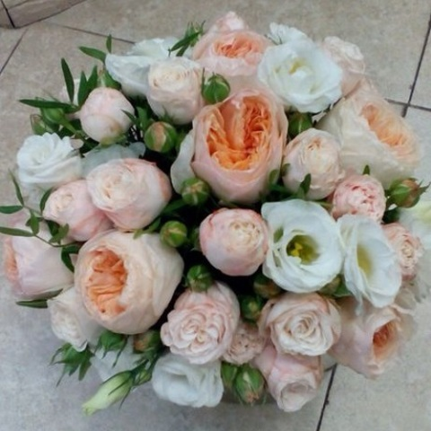 №65. Нежный букет невесты с пионовидными розами.