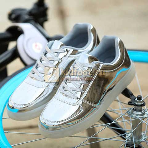 Светящиеся кроссовки с USB зарядкой Fashion (Фэшн) на шнурках, цвет серебряный, светится вся подошва. Изображение 2 из 6.