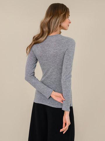 Женский джемпер светло-серого цвета из 100% шерсти - фото 4