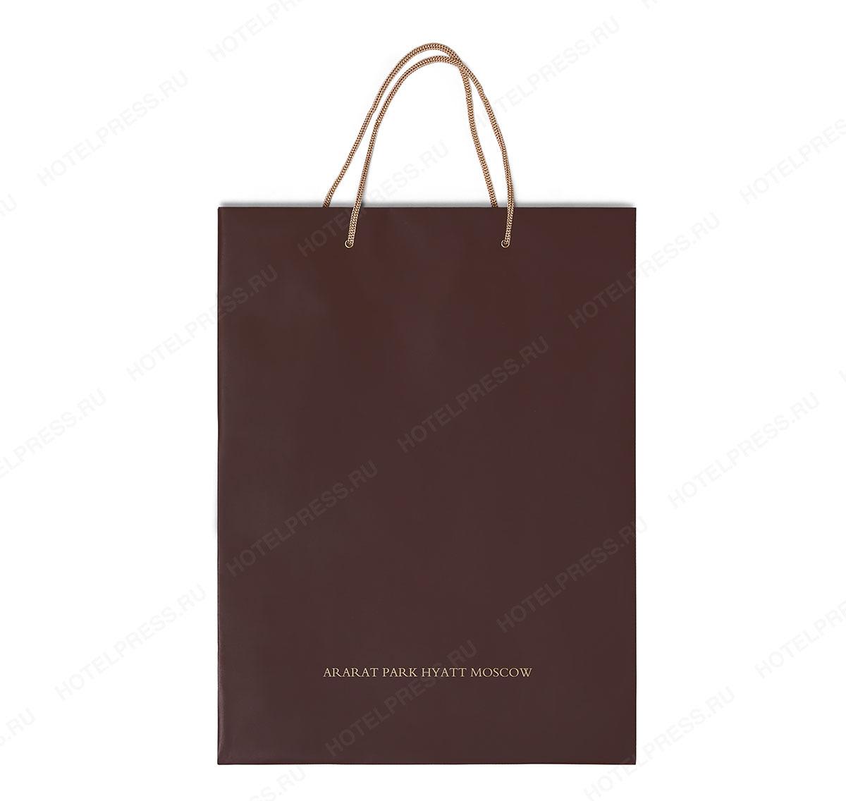 Пакет из мелованной бумаги с веревочными ручками