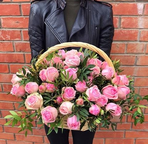 Пионовидные розы в корзине #2954