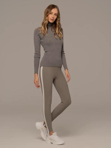 Женские брюки светло-серого цвета с контрастной полосой - фото 2
