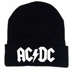 Вязаная шапка с отворотом и вышивкой AC DC (Эйси Диси) черная с белой вышивкой