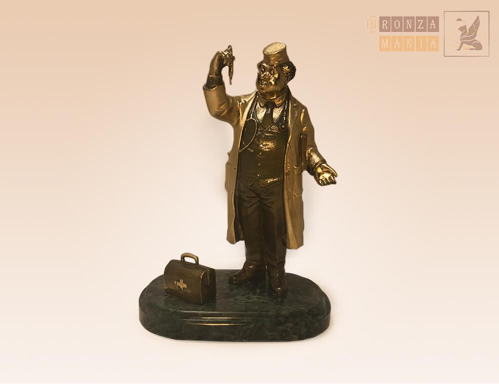статуэтка Доктор