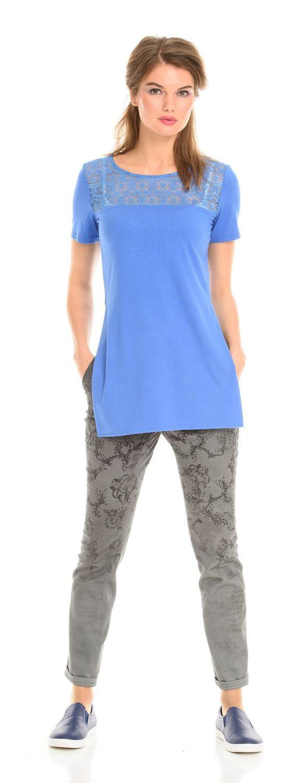 Брюки А428-183 - Зауженные брюки из хлопковой ткани под джинсу. Набивной рисунок, потертость внизу брюк делают эту модель оригинальной и стильной.