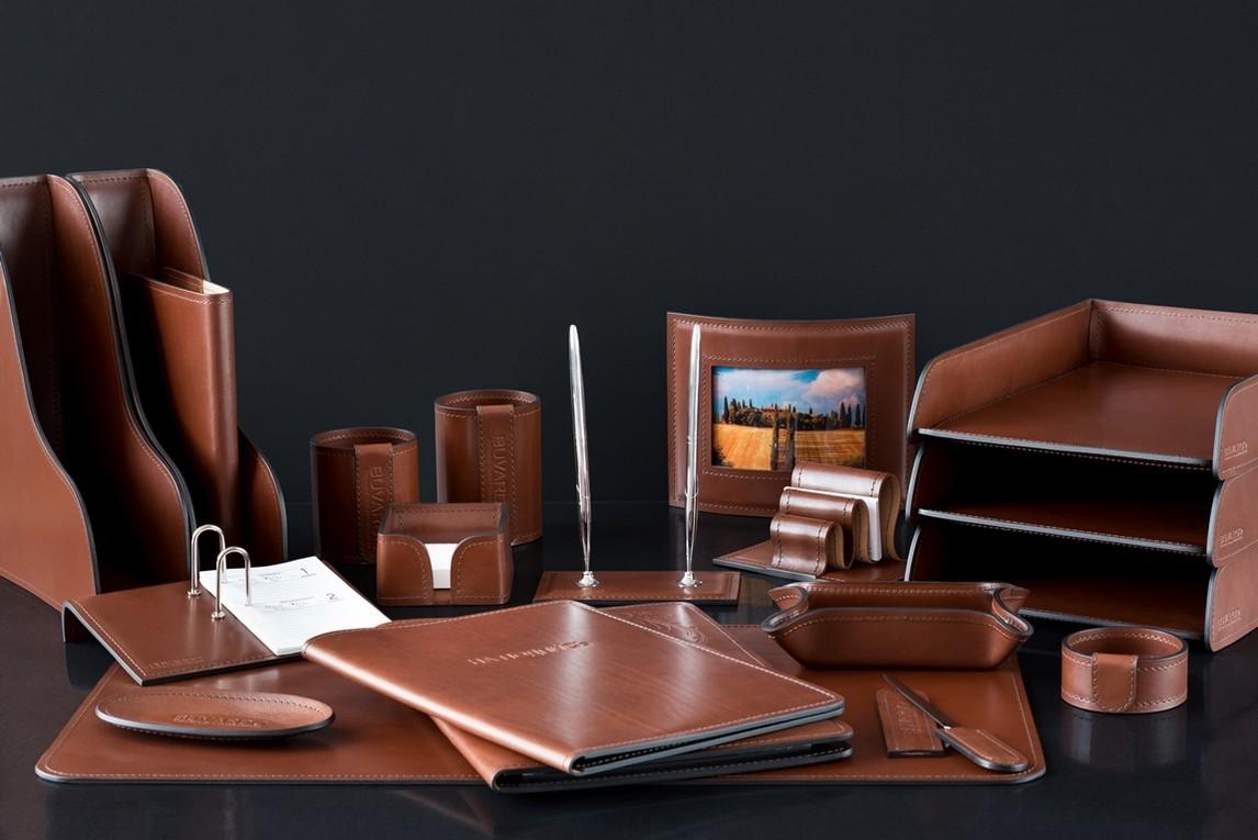 На фото настольный набор руководителя 71519 из 20 предметов кожа LUX Full Grain цвет