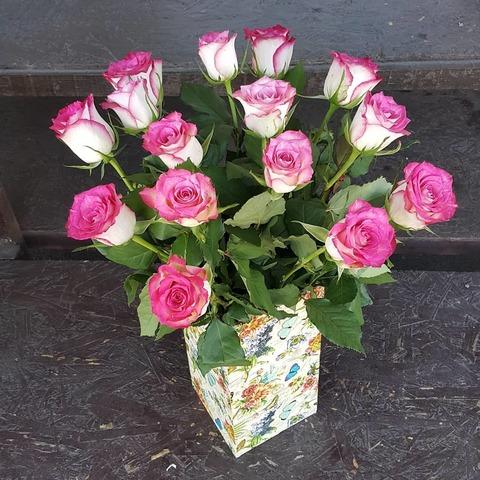 Ваза деревянная с розами 2