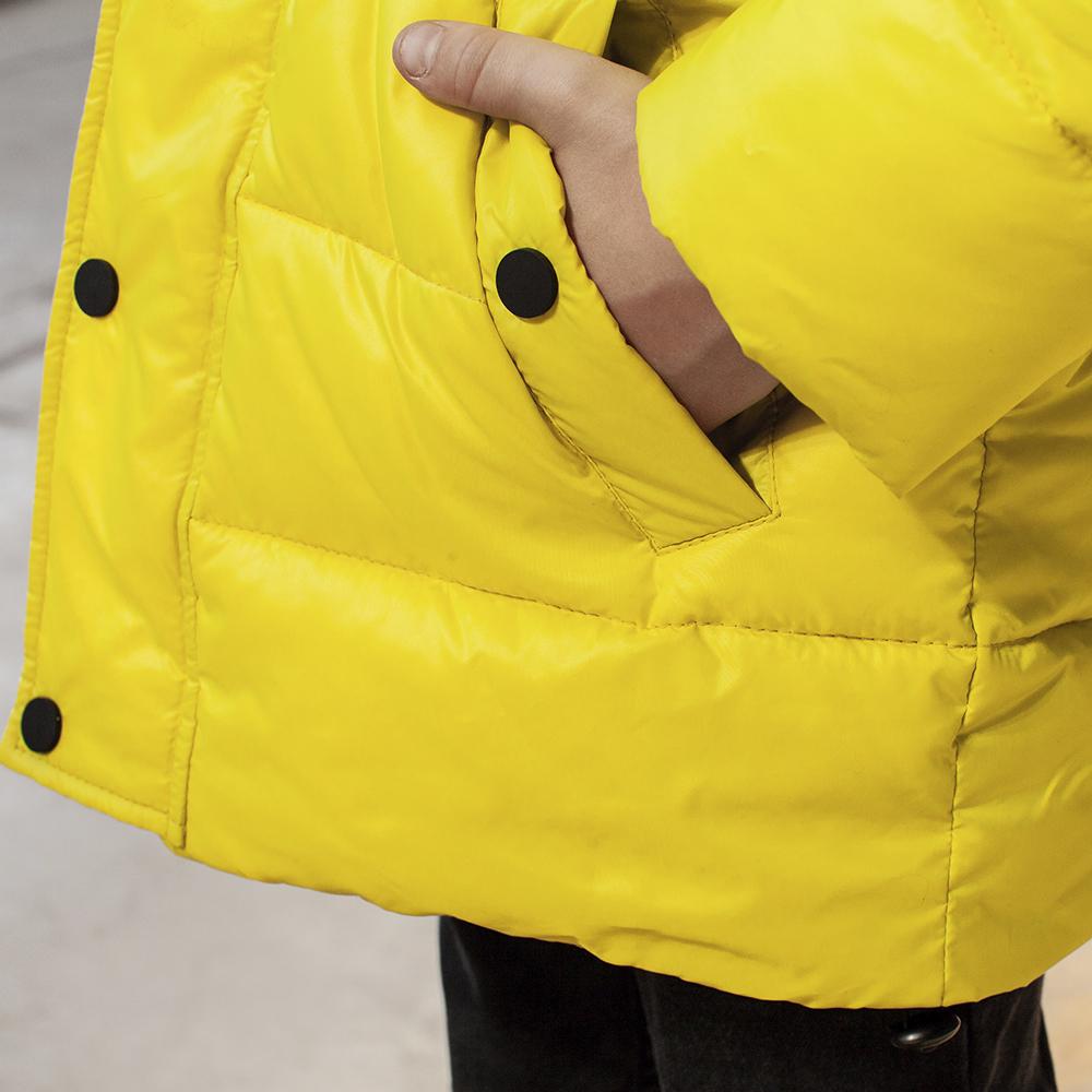 Подростковая зимняя куртка с натуральной опушкой неоново - желтого цвета на мальчика