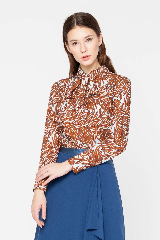Блуза Г689в-783 - Классическая блуза – доказанный must-have женского гардероба. Модель прямого силуэта с застёжкой на пуговицы. Всегда актуальный растительный принт смотрится необычно и очень стильно. Блуза идеально садится на фигуру, дарит комфорт в течение всего дня, благодаря тому, что изготовлена из качественной ткани и отличного выглядит с любым низом.