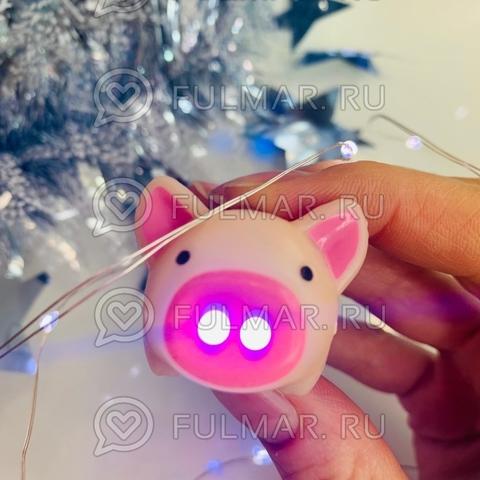 Брелок Свинка-фонарик светящаяся и хрюкающая (4.5х3х3 см) Бежево-розовая