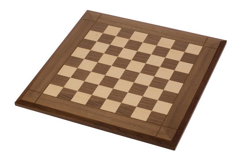 Коричнево-белая шахматная доска