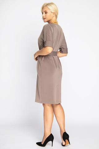 """<p><span>Современное платье прямого силуэта с поясом по талии. Рукав """"мышь"""" на манжете. Отличный офисный вариант.</span></p>"""