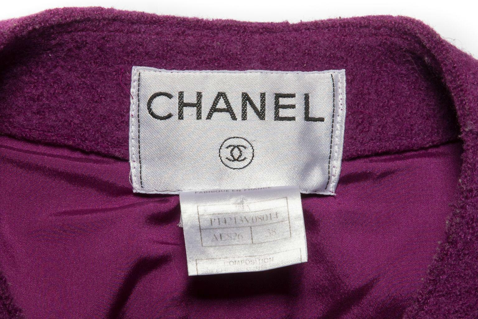 Красивый жакет из твида сиреневого цвета от Chanel, 38 размер