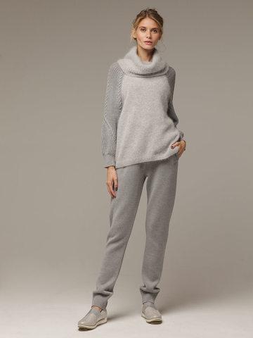 Женский серый джемпер с объемным воротником - фото 4